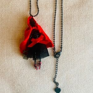 Betsey Johnson, Little red riding hood neclace